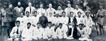 Portrait taken outside the jail in Meerut of twenty-five of those who were imprisoned as part of the Meerut Conspiracy Case. Back row (left to right): KN Sehgal, SS Josh, HL Hutchinson, Shaukat Usmani, BF Bradley, A Prasad, P Spratt, G Adhikari. Middle Row: RR Mitra, Gopen Chakravarti, Kishori Lal Ghosh, LR Kadam, DR Thengdi, Goura Shanker, S Bannerjee, KN Joglekar, PC Joshi, Muzaffar Ahmad. Front row: MG Desai, D Goswami, RS Nimbkar, SS Mirajkar, SA Dange, SV Ghate, Gopal Basak. The Hindu Archives.