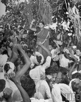 Margaret Bourke-White, Godavari Parulekar addresses an All India Kisan Sabha gathering in Thane, 1945.