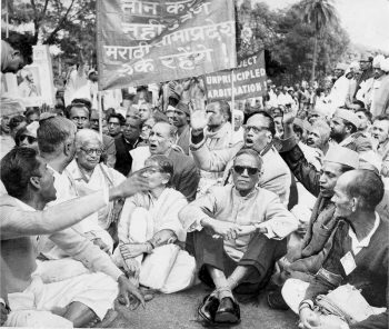 Members of the Samyukta Maharashtra Samiti headed by communist leader SS Mirajkar (third from right, wearing dark glasses) who was then the Mayor of Bombay, demonstrating before the Parliament House in New Delhi, 1958. The Hindu Archives.