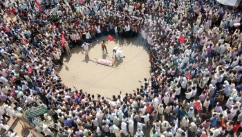Farmers in Sikar, Rajasthan conducting a mock funeral of the BJP government of the state of Rajasthan as part of a struggle led by the All India Kisan Sabha, 3 September 2017. All India Kisan Sabha