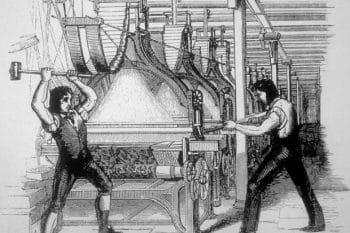 Destruction de machines par les Luddistes (le mouvement contre la mécanisation de l'industrie textile) au Royaume-Uni, en 1811. (Photo by API/Gamma-Rapho via Getty Images)