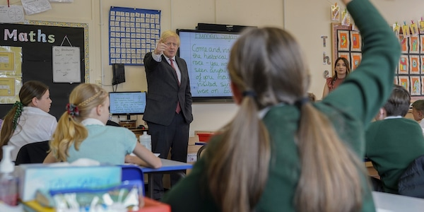 | The Prime Minister Boris Johnson visits Bovingdon Primary Academy in Hemel Hempstead during Covid19 Picture by Andrew Parsons No 10 Downing Street | MR Online