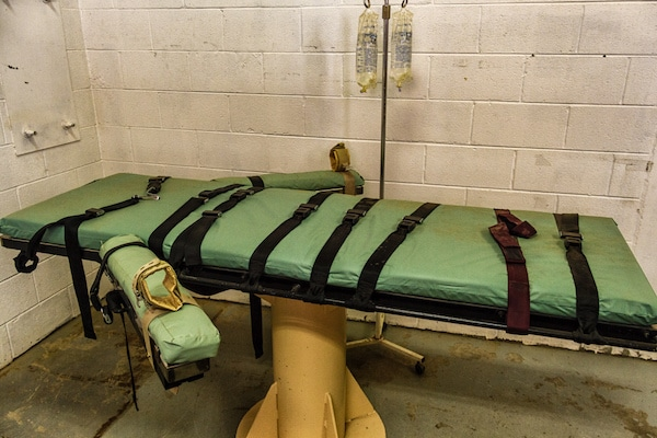 Wikimedia Commons File:Lethal injection table (11501354666).jpg
