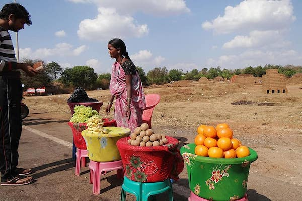 Fruit vendor in Dharwad, India (Photo: Pikist)