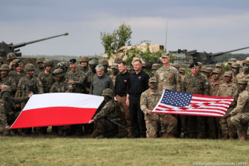 Polish president Andrzej Duda with Polish and American soldiers participating in military exercises called DEFENDER-Europe 20. [Source: prezydent.pl]