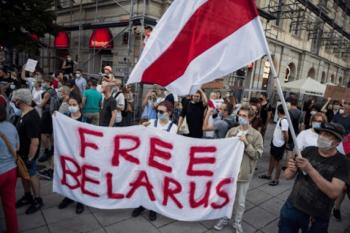 Belarusian protesters wave pre-revolutionary flag. [Source: georgiatoday.ge]