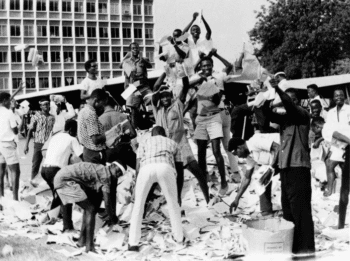 Rioters during the February 24, 1966 coup in Ghana.           [Source: madison.com]