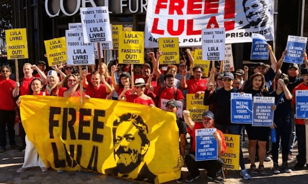 Lula's supporters, including PSL members, at a demonstration demanding his freedom outside the Brazilian consulate in Los Angeles. Credit: Ben Huff