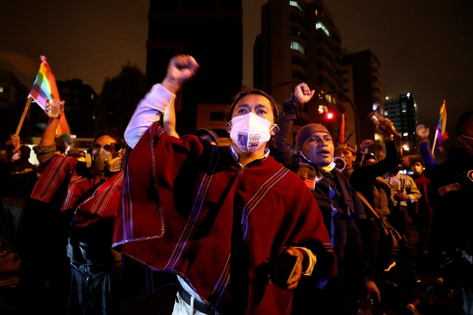 | Yaku Perez supporters protest in front of the National Electoral Council headquarters | MR Online