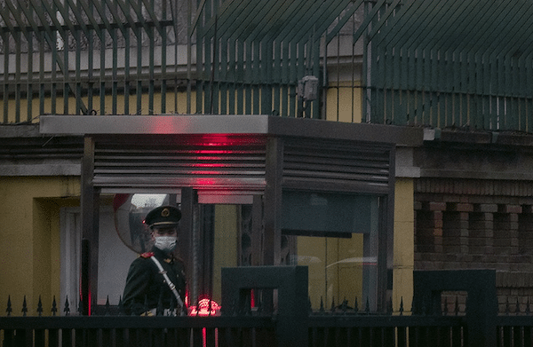 | A Chinese paramilitary police officer stands guard outside the British Embassy in Beijing | MR Online