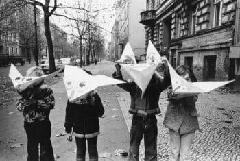 | Roger Melis DDR Kinder in der Kollwitzstraße Children in Kollwitzstraße 1974 | MR Online