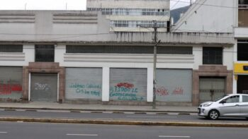 Graffiti in Quito reads: