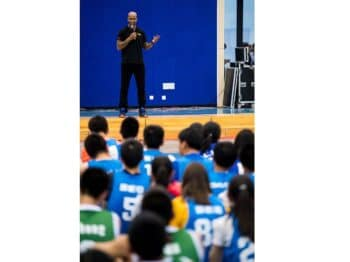 Stephon Marbury, a former NBA and CBA star and a legend to Chinese basketball fans, delivers a speech at a training camp held at the Affiliated High School of Peking University in Beijing, Sept. 19, 2018. IC
