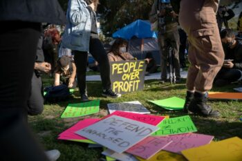 Protesters write on signs at Echo Park Lake. Photo credit: Jeremy Lindenfeld / WhoWhatWhy