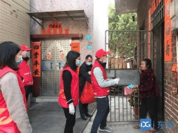 Community Workers in China Deliver Groceries, Masks, and Medicine