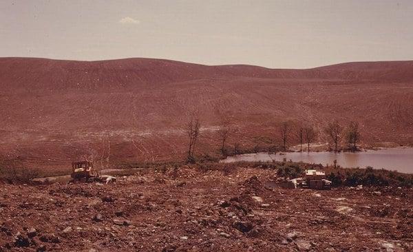 Strip mined land being recontoured by coal companies, Morristown, Ohio, 1974. Photo: Erik Calonius. via Wikimedia Commons.