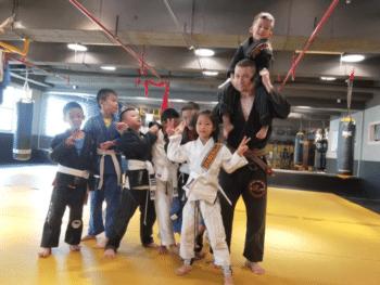 | Keith Lamb teaching Brazilian Jujitsu | MR Online