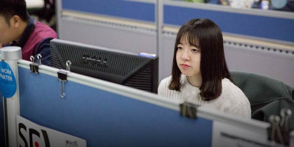 An intern at work in Beijing, 2017. Duan Jingkun/People Visual)