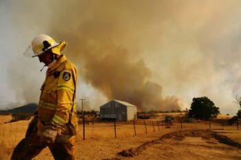 | A bushfire burns out of control near Tumburumba NSW | MR Online
