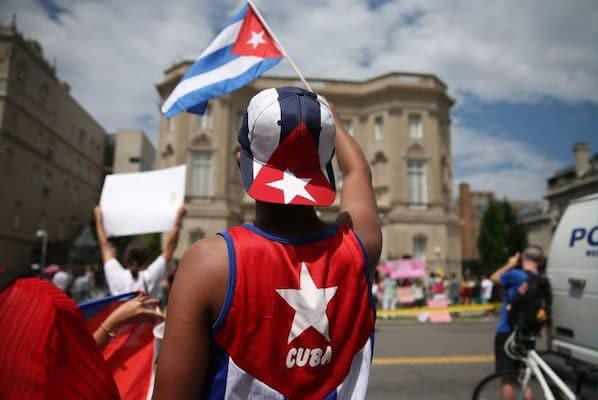 MR Online | Cuban supporter waves a Cuban flag | MR Online