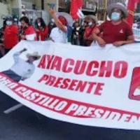 Supporters of Castillo remain in the street. foto: peru libre