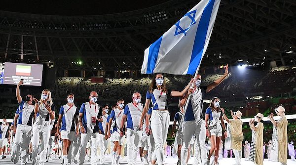   FLAG BEARERS HANNA MINENKO AND YAKOV TOUMARKIN OF TEAM ISRAEL DURING THE OPENING CEREMONY OF THE TOKYO 2020 OLYMPIC GAMES JULY 23 2021   MR Online