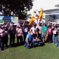 """""""Socialist Kellogg"""" factory workers and a delegation of workers from the U.S., Canada, Colombia, Mexico and Tunisia visiting the factory. (Fight Back! News/staff)"""