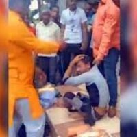 A Muslim bangle selle.r being attacked in Indore. (Photo: Video screengrab)