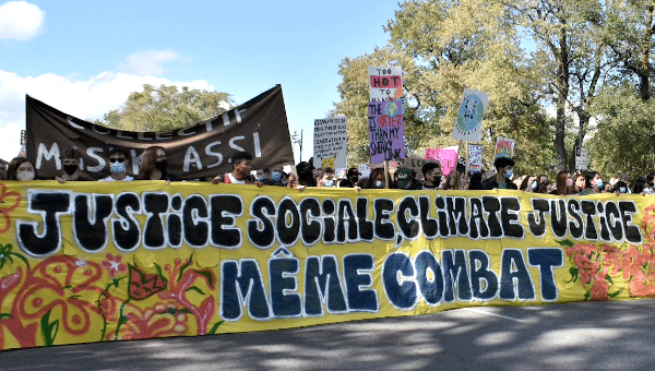 MR Online | The general theme of the Montréal demonstration Justice sociale Climate justice même combat | MR Online