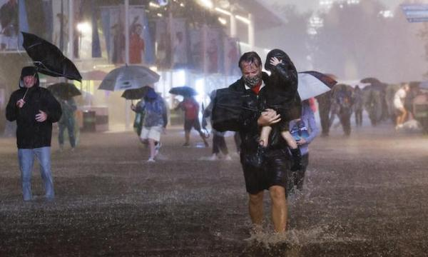 | People walk through flooded streets in New York as the remnants of Hurricane Ida hit the city on the night of 1 September | MR Online